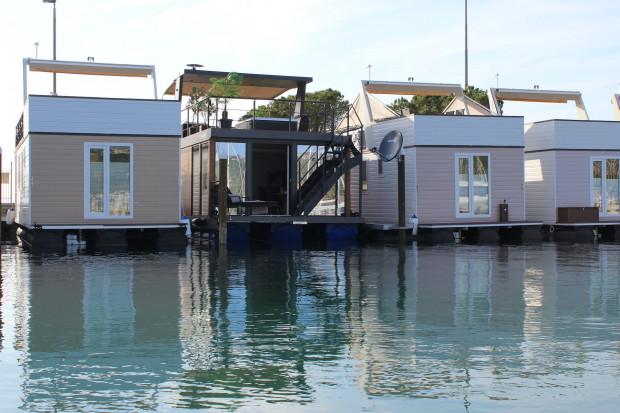 Plavajoča Hiška Bravia
