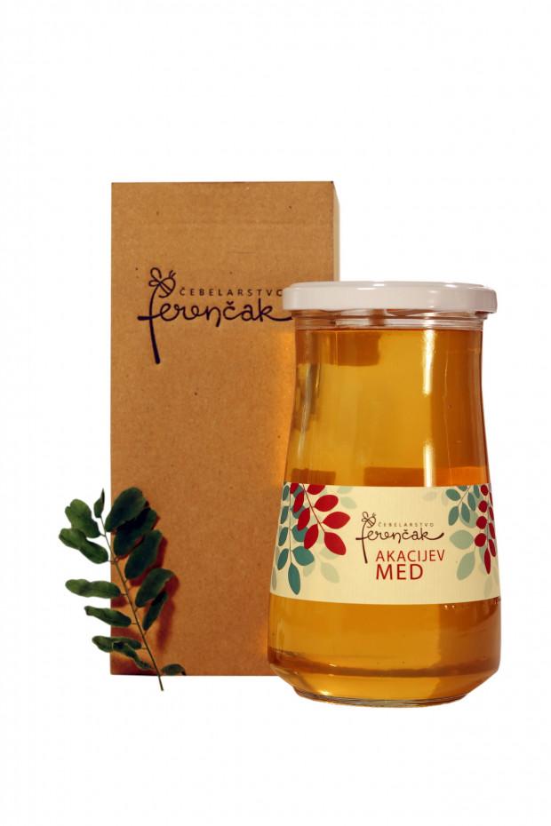 Veliki kozarec medu v embalaži iz rjavega mikrovala